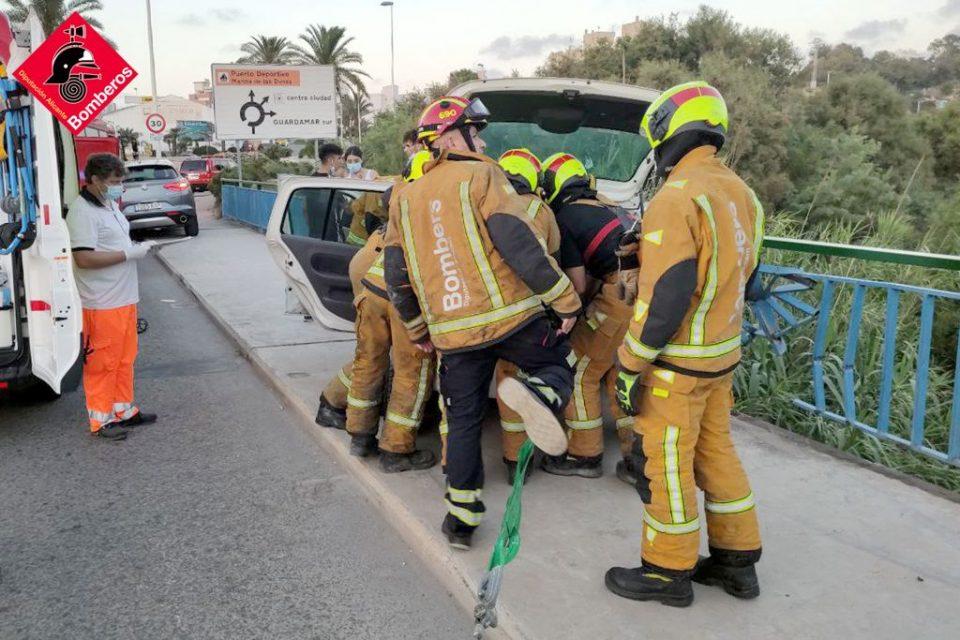 Un joven de 19 años, herido en un accidente de tráfico en Guardamar 6