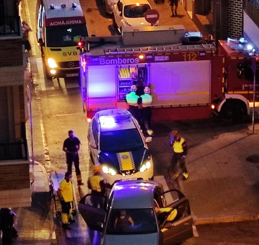 Los bomberos excarcelan al copiloto de un vehículo tras un accidente en Torrevieja 6