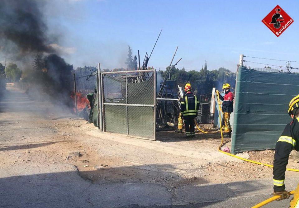 Los bomberos sofocan un incendio en Rojales que no deja daños personales 6
