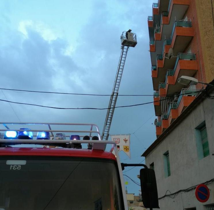 Los Bomberos despiertan a un vecino al que se le estaba quemando la casa 6