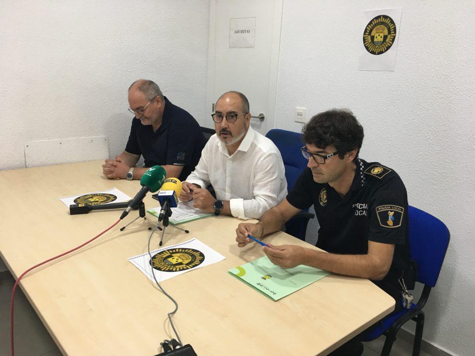 El alcalde de Benejúzar explica la situación de la plantilla de la Policía Local 6