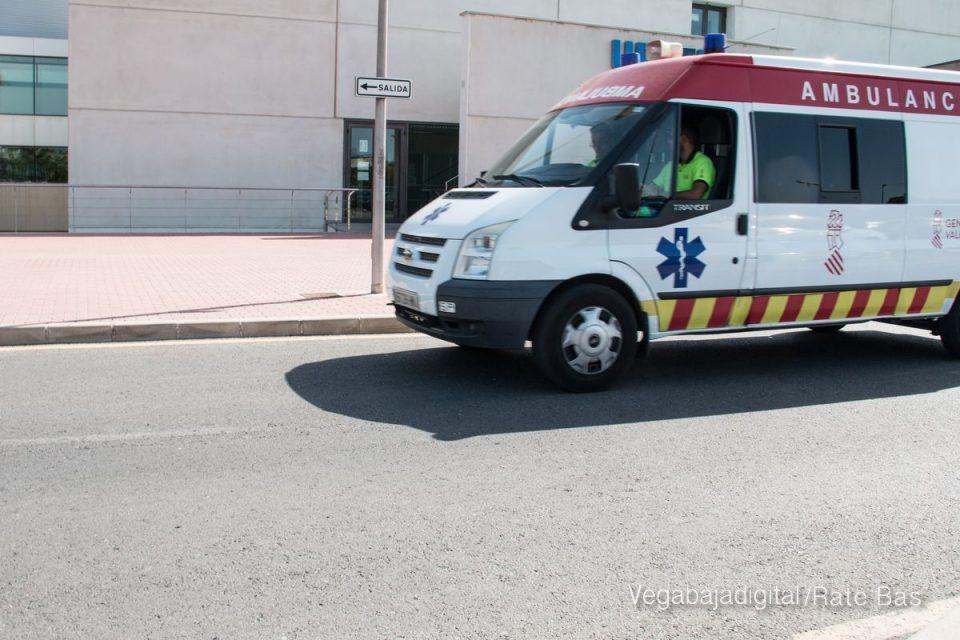 Un jardinero cae desde tres metros de altura mientras trabajaba en Pilar de la Horadada 6