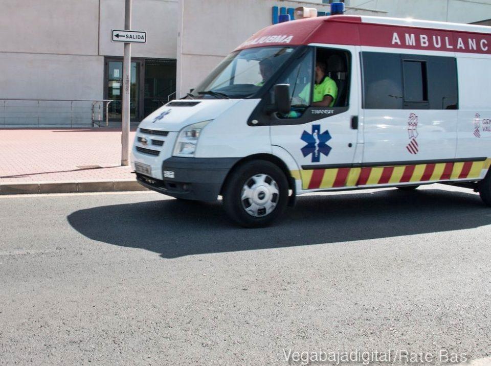 Dos operarios heridos tras caerles encima una viga de hierro en Algorfa 6