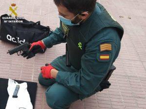 La Guardia Civil detiene a dos mujeres en Almoradí por robo y tenencia ilícita de armas 7