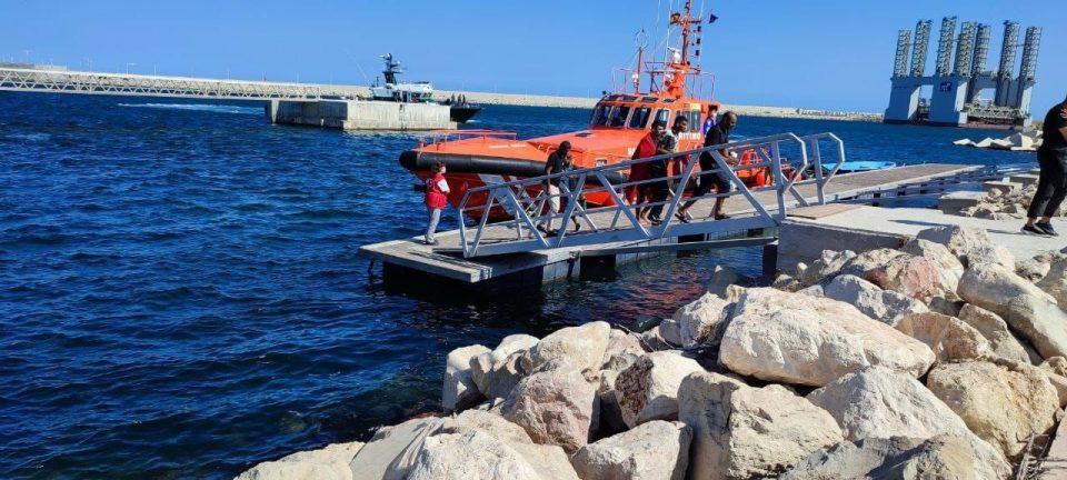 Localizada una patera con once personas en aguas de Cabo Roig 6