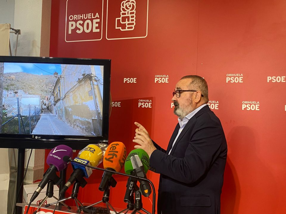 El PSOE denuncia el cableado externo en monumentos y edificios del casco histórico de Orihuela 6