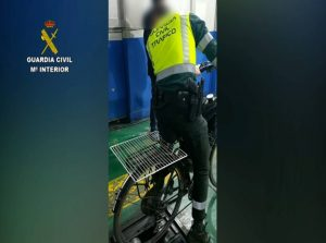 Sancionan a un hombre por circular con una bicicleta con un motor de ciclomotor instalado 8