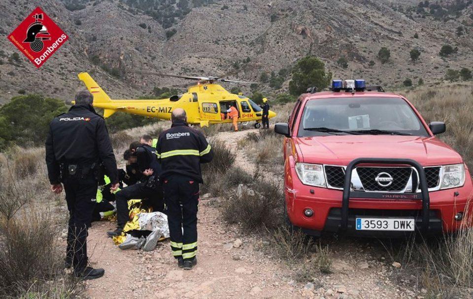 Rescatan a un joven inconsciente y con convulsiones en la sierra de Orihuela 6