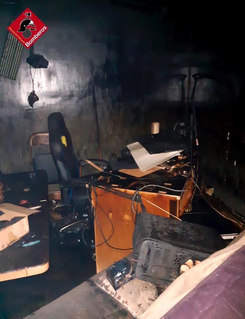 Susto en La Aparecida con un incendio en plena madrugada 7
