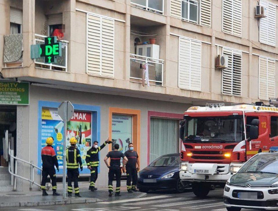 Los bomberos hallan sin vida a un hombre en el interior de una vivienda en Torrevieja 6