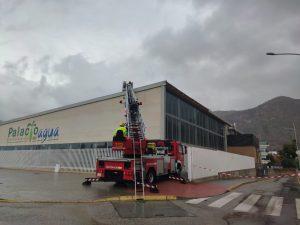 El fuerte viento ocasiona daños en la cubierta del Palacio del Agua de Orihuela 7