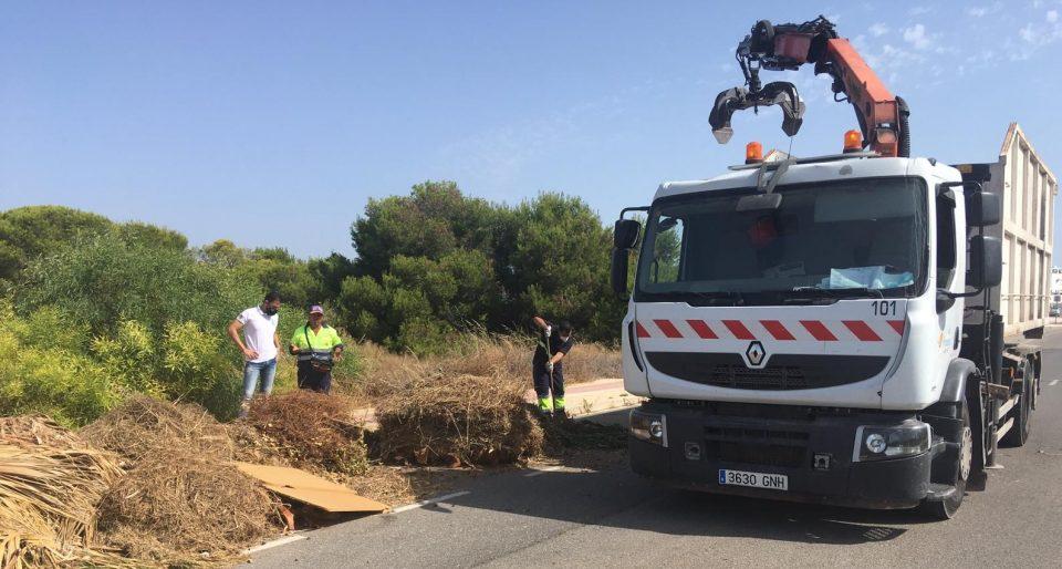 Limpieza Viaria incorpora un camión más para la recogida de podas en Orihuela Costa 6