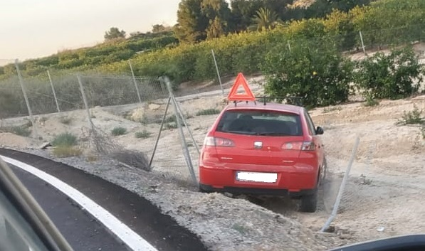 Los vecinos de San Miguel de Salinas denuncian la peligrosidad del camino de Las Filipinas 6