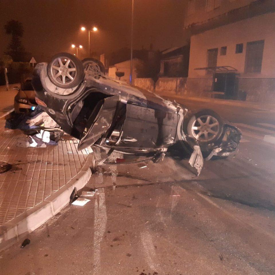 Así termina un coche tras saltarse un control en Orihuela 6