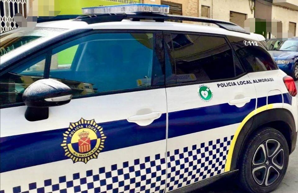 """La Policía Local de Almoradí detiene a un hombre porque """"tenía que fumar"""" 6"""