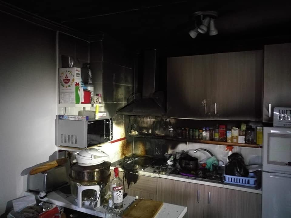 Una combustión en una sartén provoca un incendio en una vivienda de Torrevieja 6