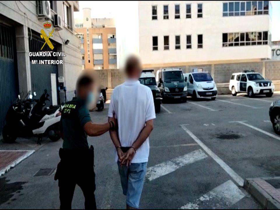 Detenido un hombre que simulaba ser trabajador para robar en una urbanización de Torrevieja 6