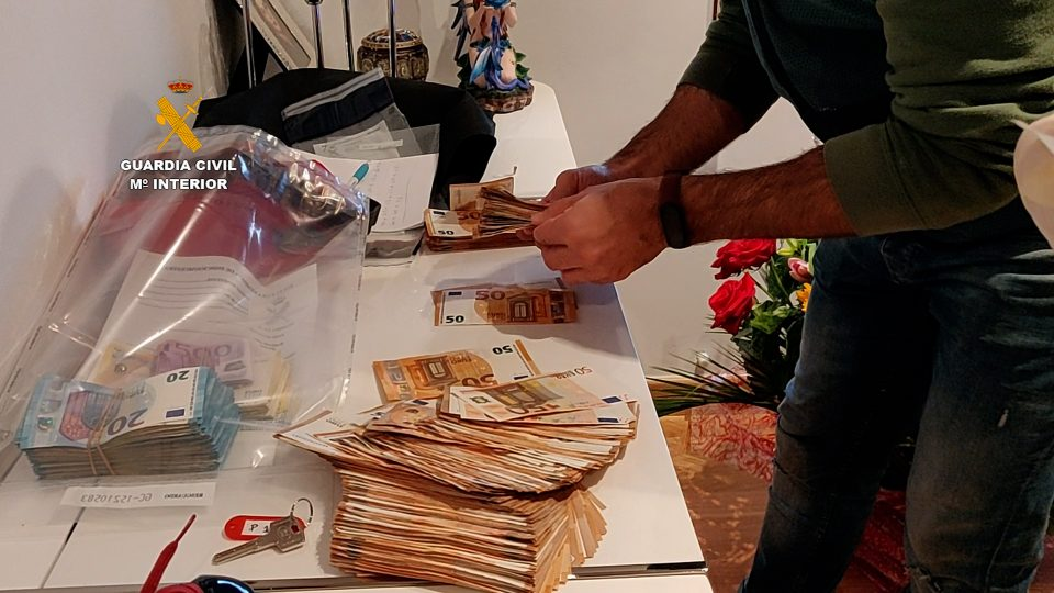 La Guardia Civil destapa una estafa piramidal millonaria con centro de operaciones en Guardamar 6