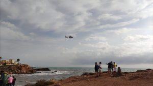 La Guardia Civil continúa la búsqueda de uno de los dos desaparecidos en la Cala de La Zorra 7