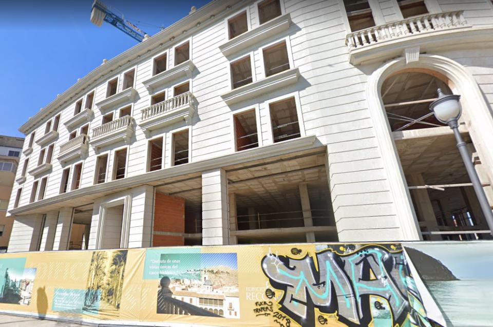 Una grúa y un edificio sin terminar durante años en pleno centro de Orihuela 6