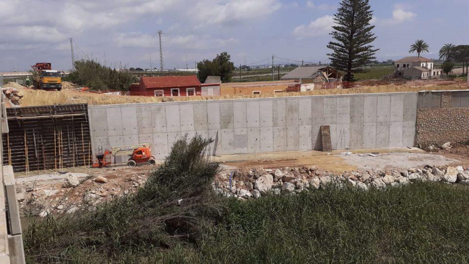 Finaliza el alzado de los muros en la mota del río de Almoradí 6