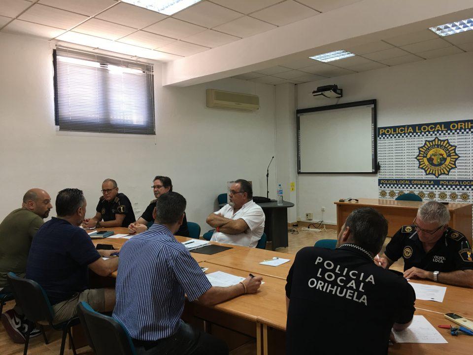 El Ayuntamiento se compromete a poner en marcha la galería de tiro de la Policía Local 6