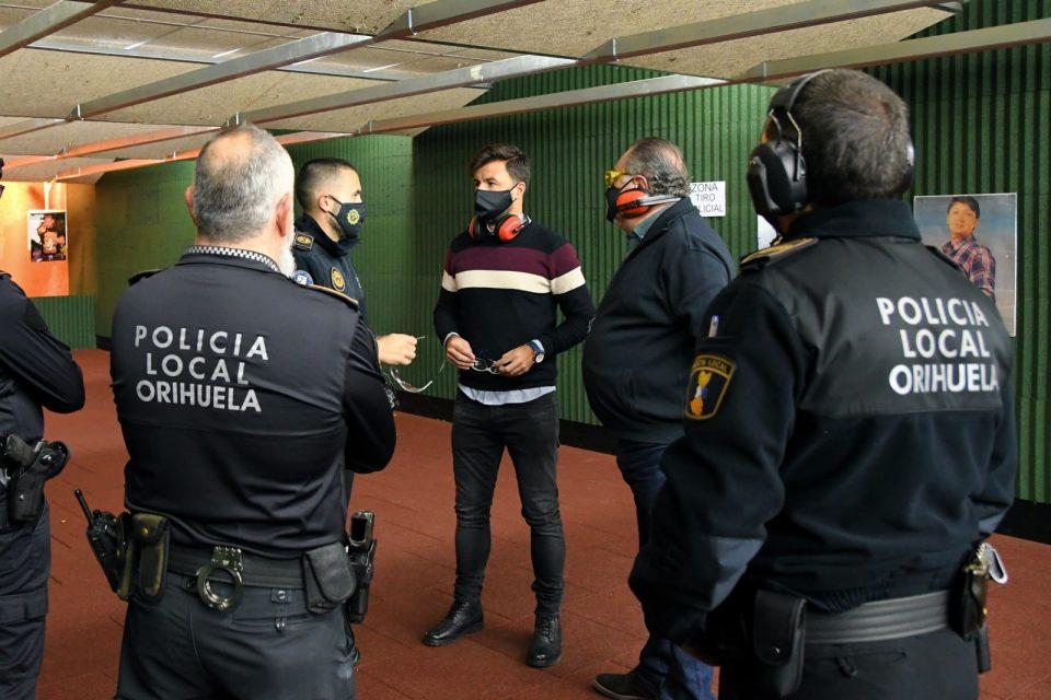 La Policía Local de Orihuela vuelve a las prácticas de tiro en su galería 6