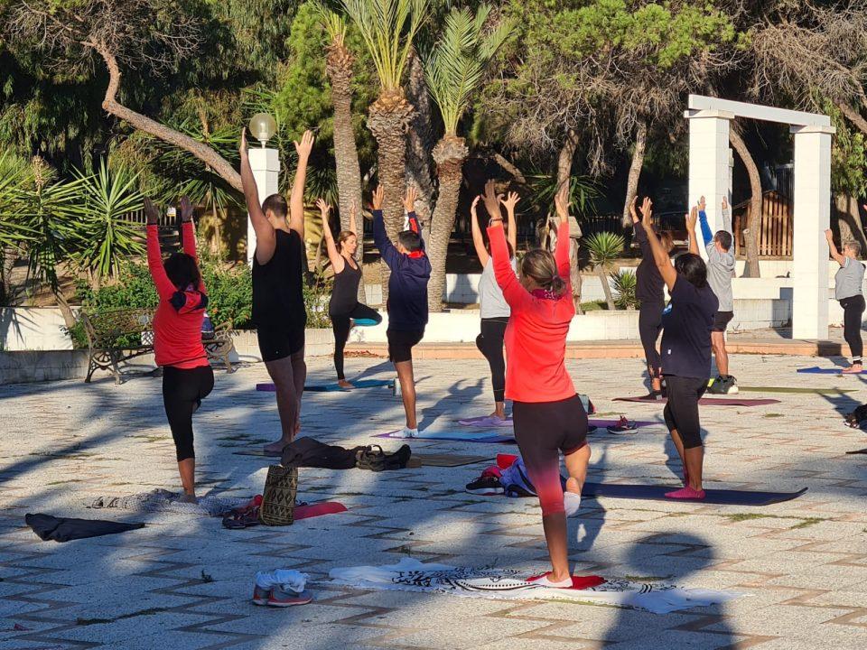 Guardamar del Segura amplía las clases gratuitas de yoga hasta diciembre 6