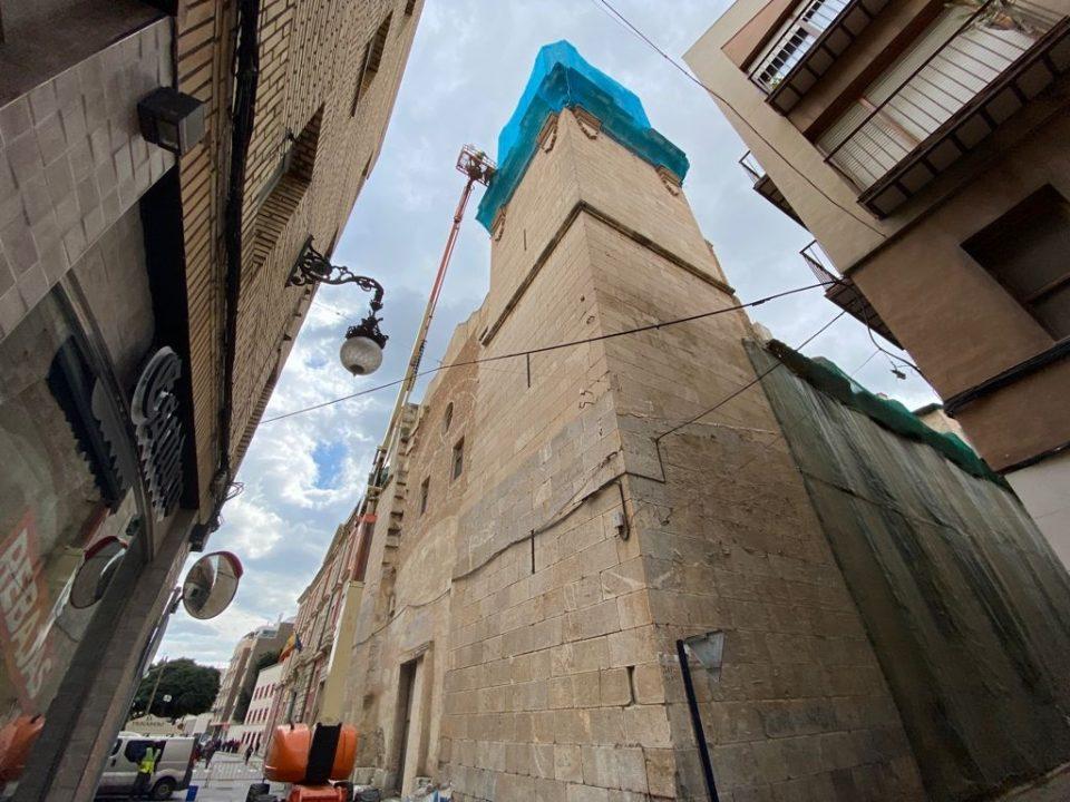 Reabren al tráfico la C/ San Agustín tras la reparación en la torre de la iglesia 6