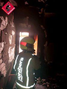 Tres heridos por intoxicación de humo en un incendio en Callosa 8