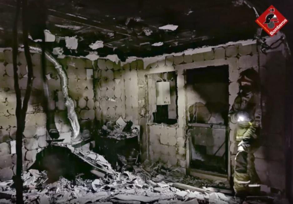Un hombre sufre quemaduras en el incendio de un bungalow en Torrevieja 6