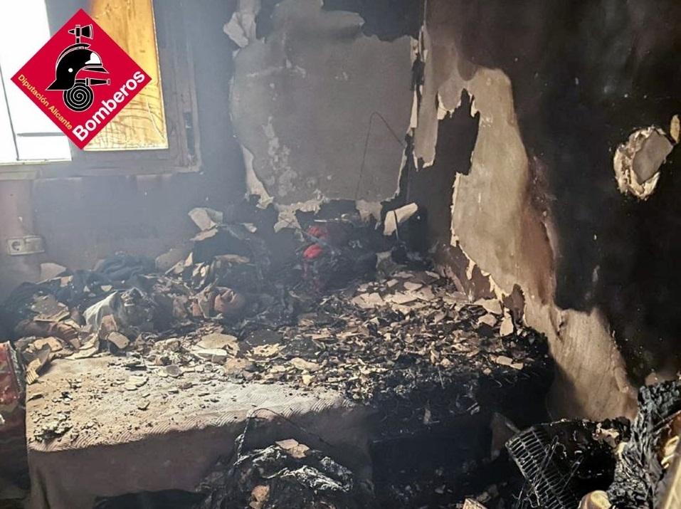 Tres heridos por intoxicación de humo en un incendio en Callosa 6