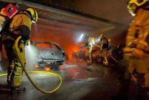 Arden cuatro vehículos en un parking en Torrevieja 8