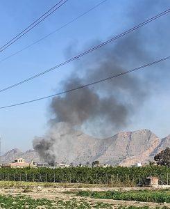 Un incendio calcina varios vehículos en un desguace de Orihuela 9