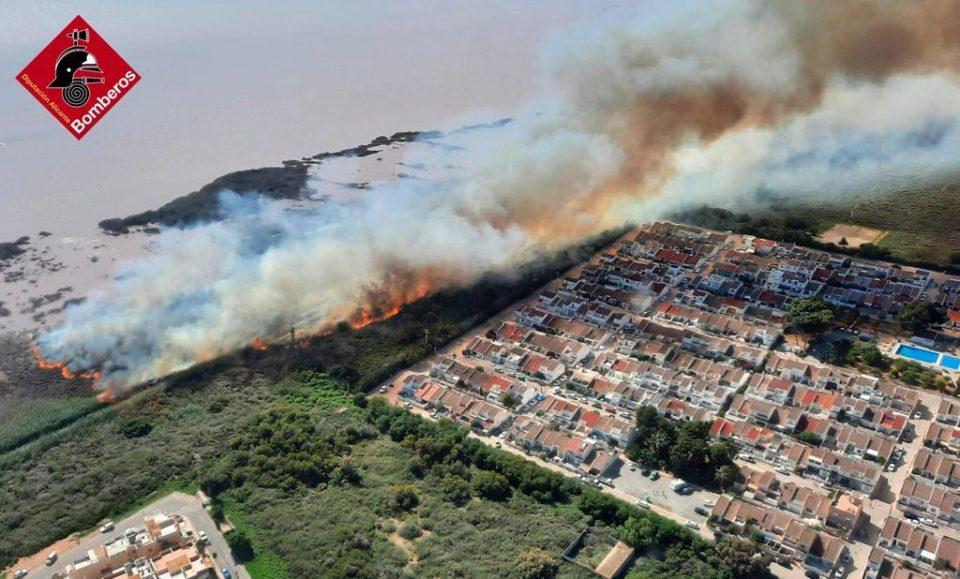 Incendio importante en el Parque Natural de Las Lagunas de Torrevieja 6