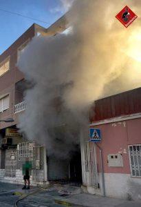 Un incendio calcina una panadería de Almoradí 11