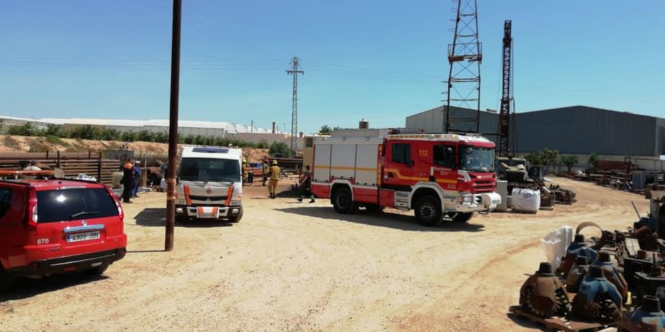 Los Bomberos evitan la propagación de un incendio en Pilar de la Horadada 6