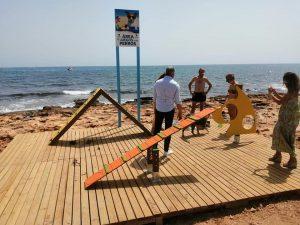 La playa canina de Torrevieja incorpora una ducha especial para mascotas 8