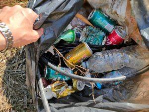 Varios voluntarios retiran 500 Kg de plásticos en una margen del río a su paso por Orihuela 8