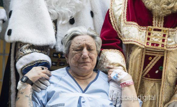 Los Reyes Magos visitan a los niños en el Hospital 17