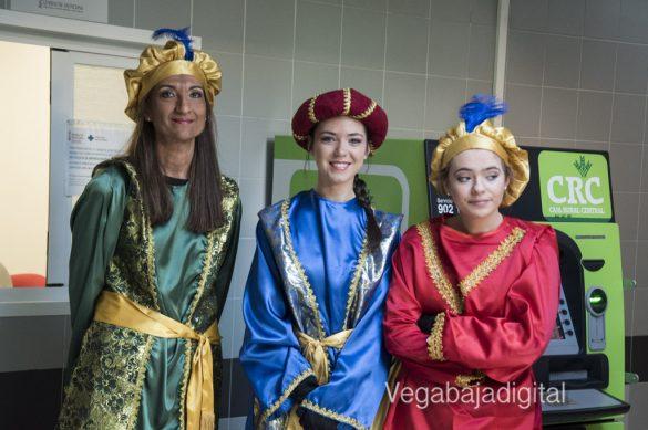 Los Reyes Magos visitan a los niños en el Hospital 18