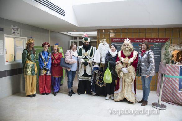 Los Reyes Magos visitan a los niños en el Hospital 19