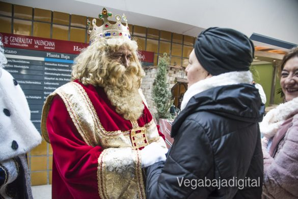Los Reyes Magos visitan a los niños en el Hospital 21
