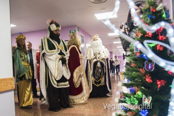 Los Reyes Magos visitan a los niños en el Hospital 22