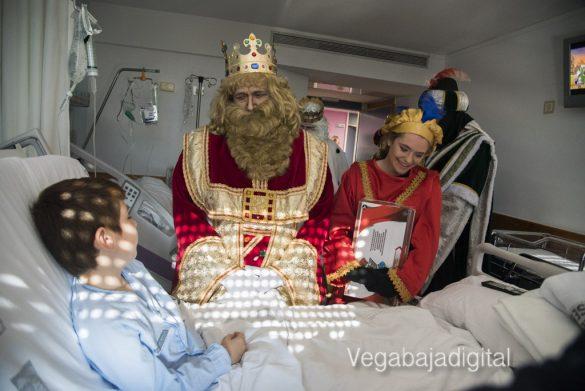Los Reyes Magos visitan a los niños en el Hospital 23