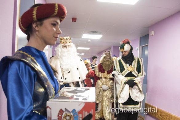 Los Reyes Magos visitan a los niños en el Hospital 26