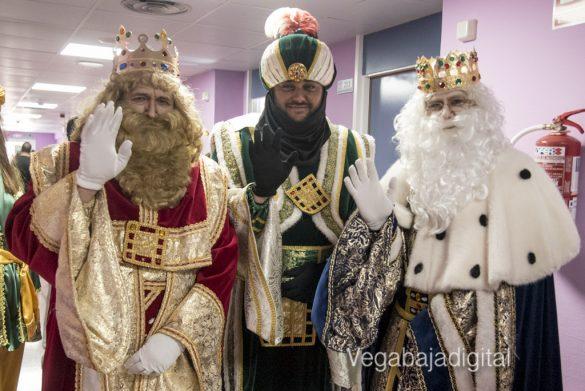 Los Reyes Magos visitan a los niños en el Hospital 28