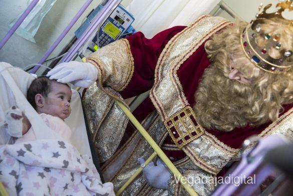Los Reyes Magos visitan a los niños en el Hospital 30