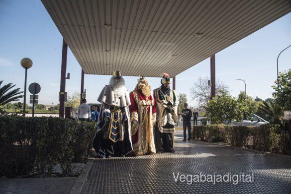 Los Reyes Magos visitan a los niños en el Hospital 8
