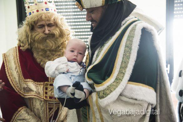 Los Reyes Magos visitan a los niños en el Hospital 36